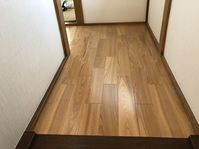 柏市で階段の内装と床の貼り替え工事をしました。