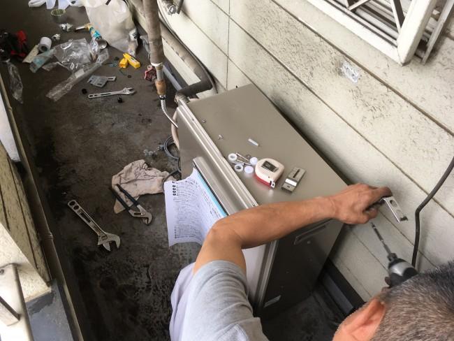 柏市で給湯器の交換工事をしに来ました。