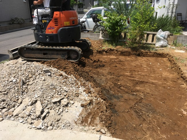 松戸市で駐車場のコンクリート施工をしに来ています。