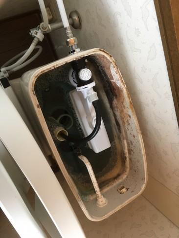 柏市にてトイレタンクの部材の交換をしにきました。