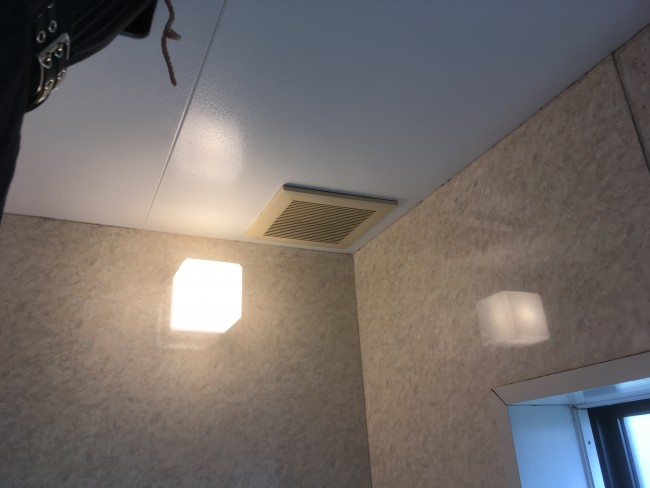 柏市で浴室換気扇の交換工事をしてきました。