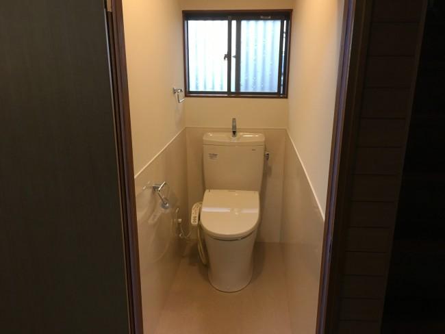 松戸市で古くなった隅付けタンクのトイレを交換してきました。
