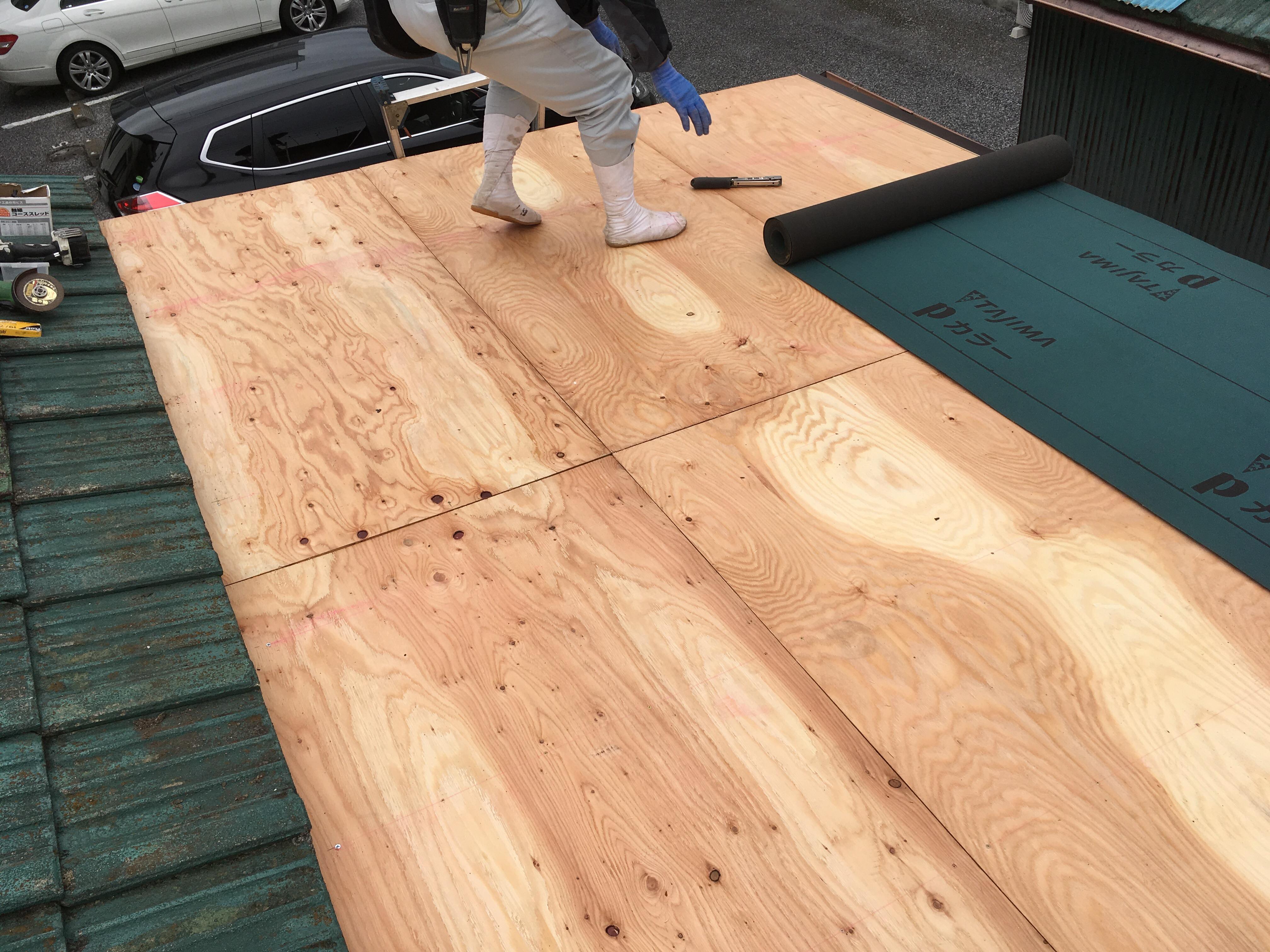 松戸市 トタン屋根の改修カバー工法で施工です。